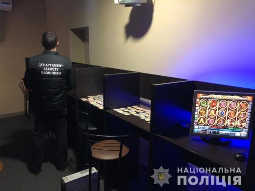 Поліція повідомила подробиці ліквідації мережі гральних закладів на Закарпатті (фото)