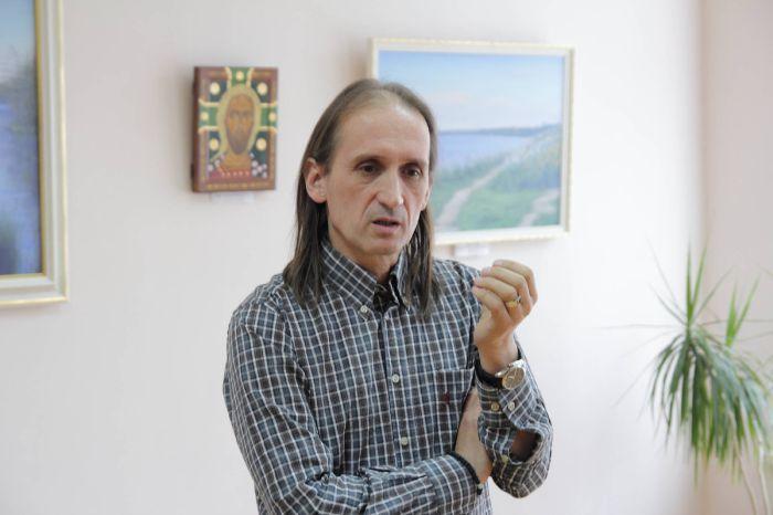 """У виставковому залі Закарпатського музею народної архітектури та побуту відбудеться виставка """"Мнемосіна"""" художника Артура Тиводара"""