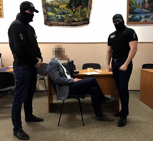 В Ужгороді доцента юридичного факультету УжНУ затримали при одержанні хабара