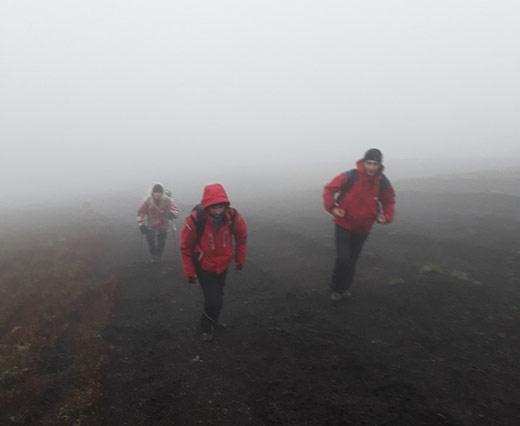 Закарпатські рятувальники відшукали туристів, що заблукали у горах