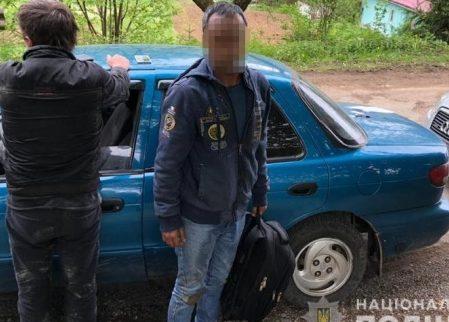 Троє мешканців Київщини організували переправлення нелегалів через Закарпаття