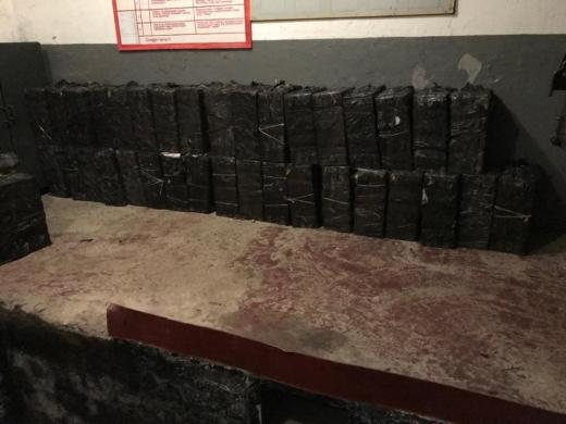 Закарпатські контрабандисти ховали в будинку лісника 73 пакунки сигарет