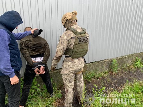 Правоохоронці викрили мешканця Виноградова на збуті метамфетаміну