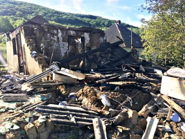 На Перечинщині під час пожежі у житловому будинку чоловік дістав важкі опіки