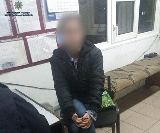 На Воловеччині поліція затримала мікроавтобус, в якому жінку, всупереч її волі, намагалися вивезти за кордон