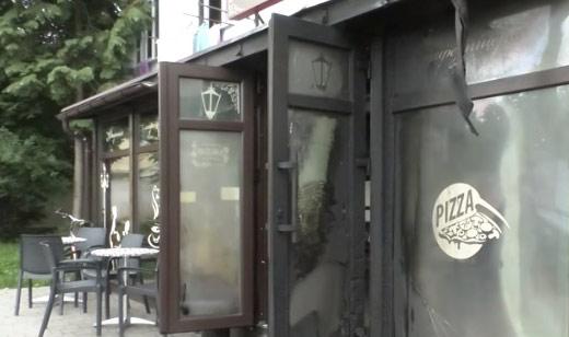В Мукачеві підпалили двері піцерії