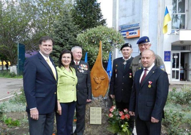 Королівська австрійська родина Габсбург-Лотрінгенів в Чопі нагородила памятними медалями п'ятьох закарпатців (фото)