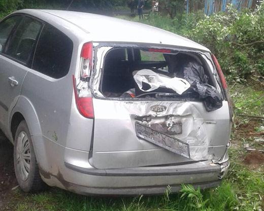 На Мукачівщині п'яний водій за кермом іномарки зіткнувся з електроопорою