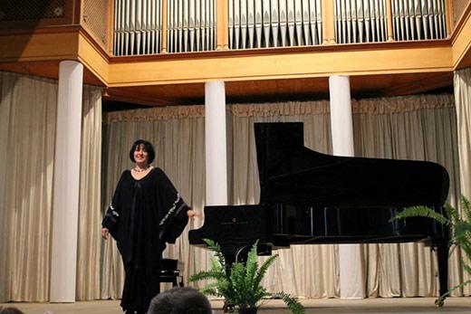 Відома закарпатська піаністка Етелла Чуприк дасть концерт-бенефіс