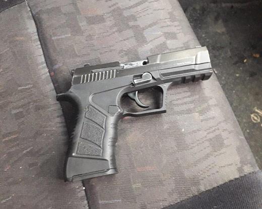 У автівці мешканця Виноградова поліцейські виявили зброю
