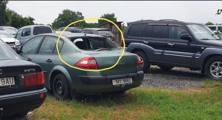 В Словаччині на євроавто закарпатців вибивають вікна через довготривалу неоплату паркінгу (фото)