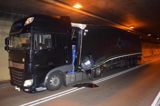 Мікроавтобус із закарпатськими заробітчанами врізався у вантажівку в Словаччині