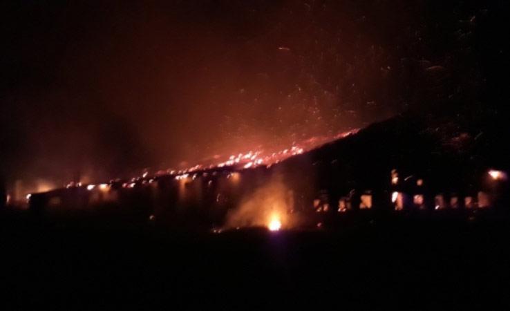 На Виноградівщині масштабна пожежа знищила сільськогосподарські будівлі