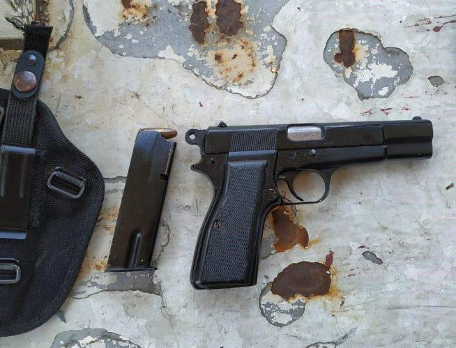 Пістолет часів Другої світової війни виявили прикордонники Чопського загону у мотоциклі поляка
