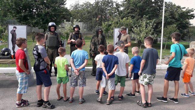 Маленькі спортсмени Ужгорода дивились чим займається Нацгвардія