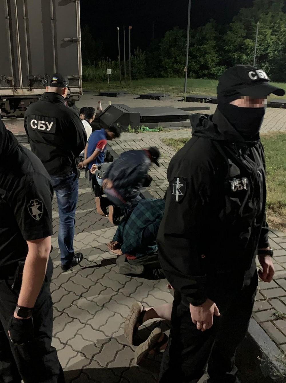 На Закарпатті СБУ блокувала переправку мігрантів за кордон (фото)