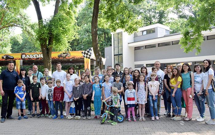 В Ужгороді відбулася соціальна акція для дітей «Весела галявина»