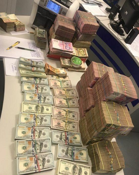 На Закарпатті прокуратура спільно з ДФС викрили конвертаційний центр з обігом понад 90 млн грн (ФОТО)