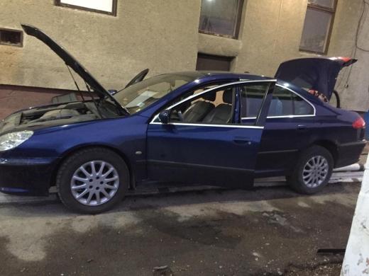 У автомобілі угорця закарпатські прикордонники знайшли приховані сигарети