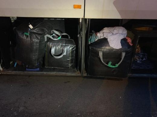 Закарпатські митники вилучили майже 100 кг одягу