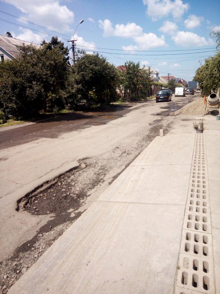 Мешканців Виноградова закликали перекривати вулиці через жахливий стан доріг