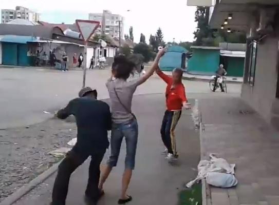 В Ужгороді гоп-компанія запально відсвяткувала відкриття зоомагазину (відео)