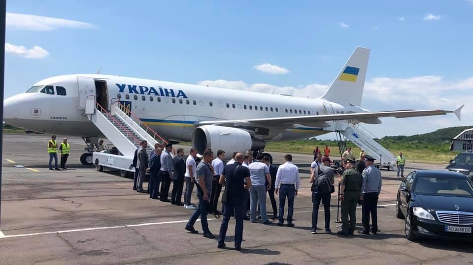 Ужгородський аеропорт вперше прийняв великомісткий Airbus A319 з президентом Зеленським на борту (фото)