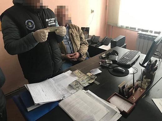 Затриманому на хабарі начальнику одного з управлінь Закарпатської ОДА затверджено обвинувачення
