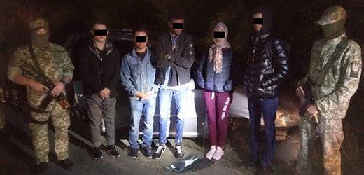 Дві групи нелегалів разом з провідниками затримали закарпатські прикордонники