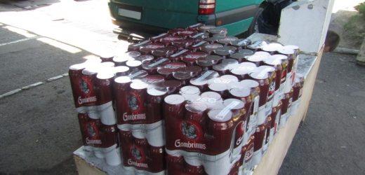 Закарпатські митники вилучили в українця 102 літри світлого пива