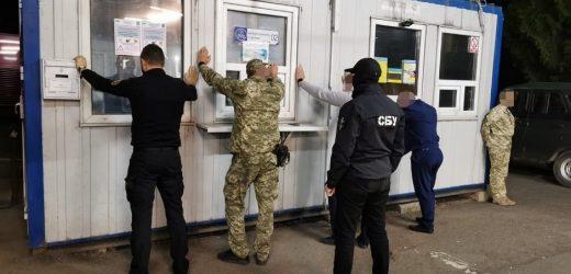 На Закарпатті правоохоронці викрили схему систематичного отримання хабарів митниками