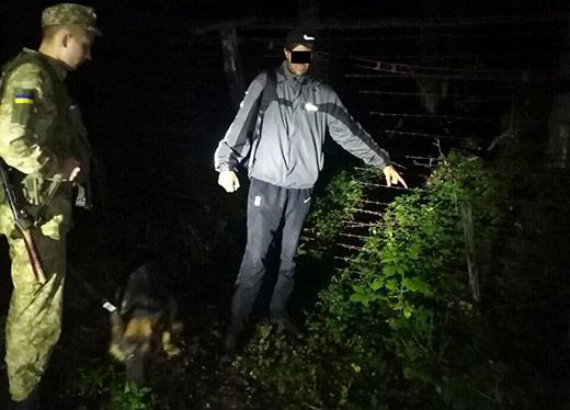Двох порушників кордону затримали на Закарпатті