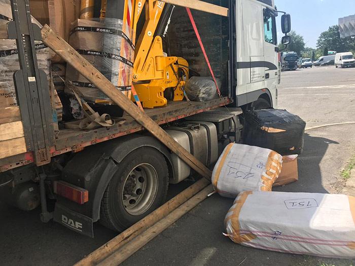 На закарпатській митниці у вантажівці з косарками виявили незадекларовані товари на 1,5 млн. грн.