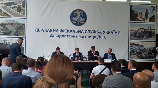 В Ужгороді Зеленський розпорядився звільнити начальників кількох митниць