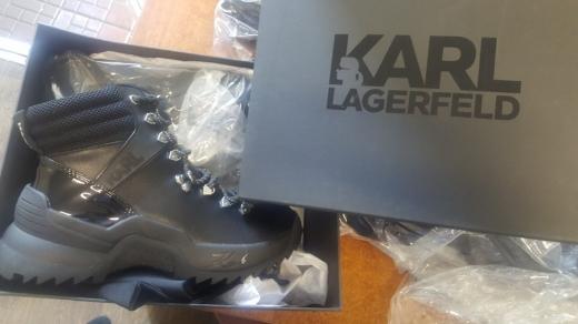 Вінничанин намагався незаконно провезти через митницю на Закарпатті брендовий одяг та взуття