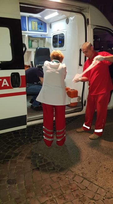 В Ужгороді швидка забрала спливаючого кров'ю чоловіка (фото)