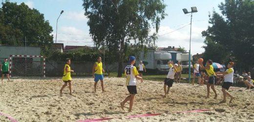 Днями в Хусті відбувся турнір з пляжного гандболу за кубок пам'яті відомого тренера Юрія Шерегія