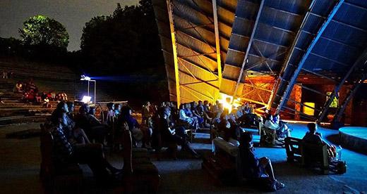 Кіносеанси просто неба проходять в ужгородському амфітеатрі