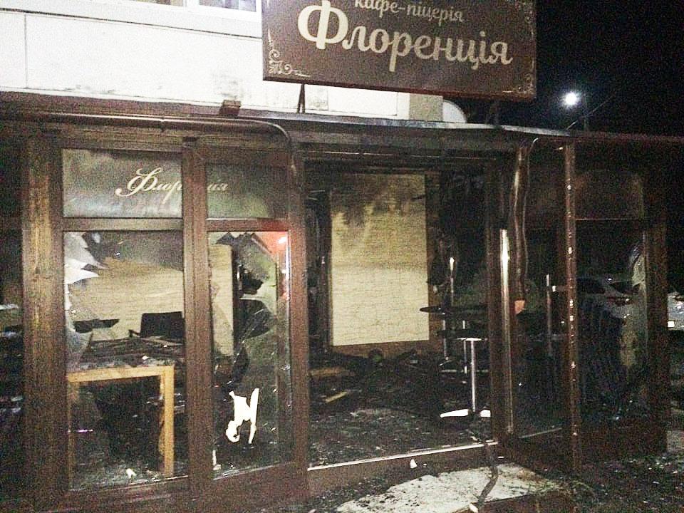 Правоохоронці підозрюють, що пожежа у піцерії в Мукачеві сталася через підпал