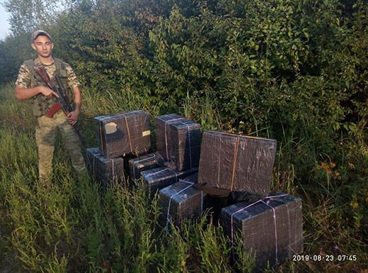 Закарпатські прикордонники виявили дев'ять пакунків з цигарками поблизу кордону з Румунією