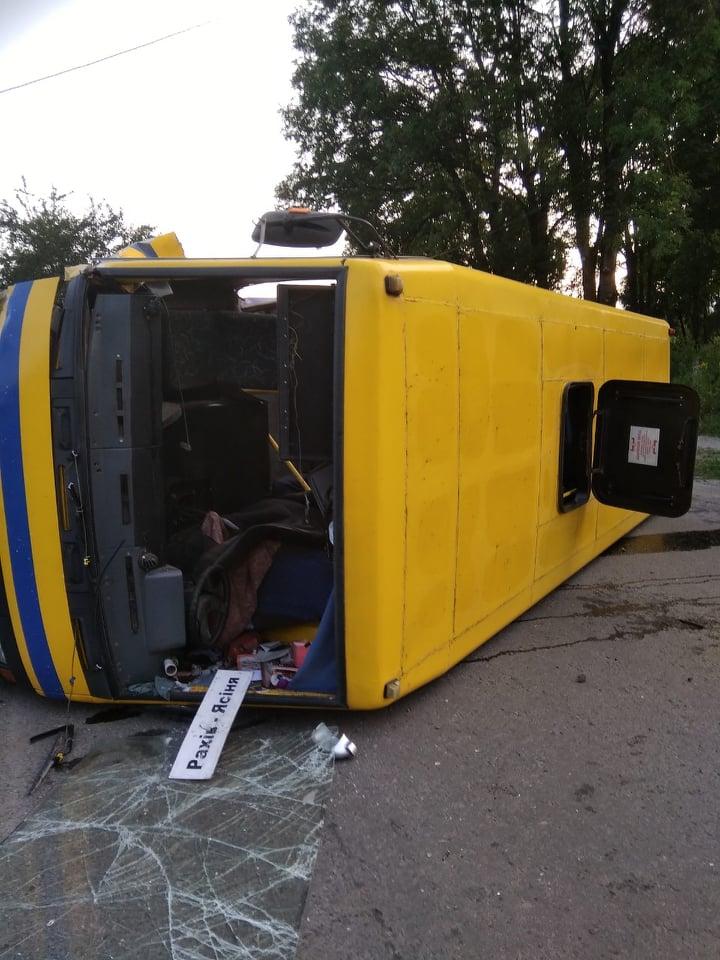 На Рахівщині перекинувся рейсовий автобус – п'ятеро травмованих