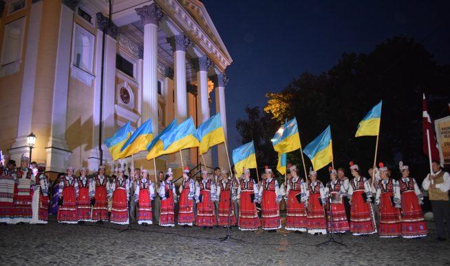 Ужгород першим привітав Україну з Днем Незалежності (відео)