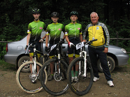 Команда закарпатських велосипедистів повернулася з перемогами після серії змагань в Чернівцях