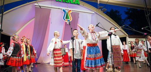 Арт-коворкінг «Кольори Закарпаття» вразив глядачів одного з найбільших фольклорних фестивалів Європи (фото)