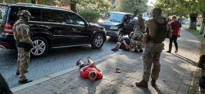 """В Хусті """"Корд"""" затримав відомого наркодилера (фото)"""