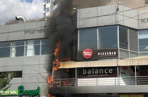 """В Ужгороді сталася пожежа в ТЦ """"Токіо"""" (ФОТО, ВІДЕО)"""