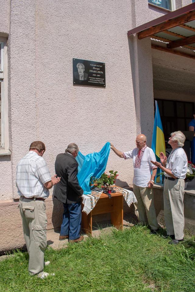 На Рахівщині відкрили меморіальну дошку на честь відомого політв'язня Петра Тракслера (фото)