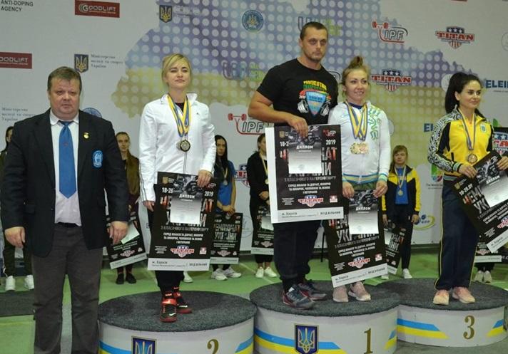 Закарпатські пауерліфтери привезли 18 нагород з Чемпіонату України