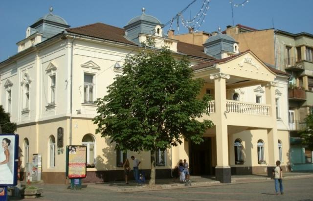 Мукачівський драматичний театр запрошує на вистави онлайн