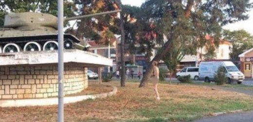 В Мукачеві голий чоловік вільно прогулювався містом /фото/